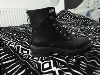 Women shoes / boots firetrap as new black leather boots