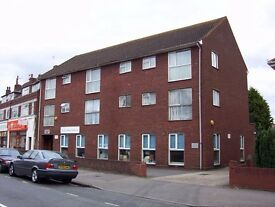 A well presented unfurnished 1st floor Flat to rent with garage in Woodthorpe Road, Ashford