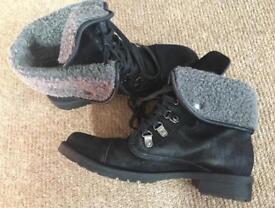 Women boots size 6.5
