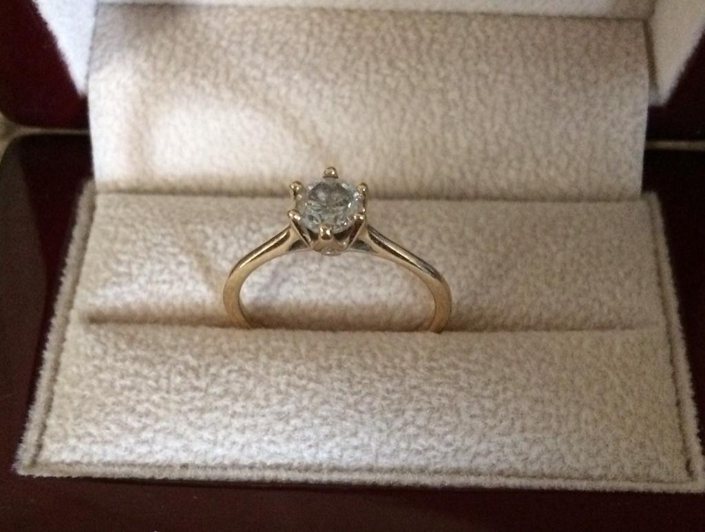 18 carat diamond engagement ringin Callington, CornwallGumtree - Diamond clarity I118 carat gold ringRound cutDiamond colour HTotal carat weight 0.6Ring size NBarely wornInsurance certificate