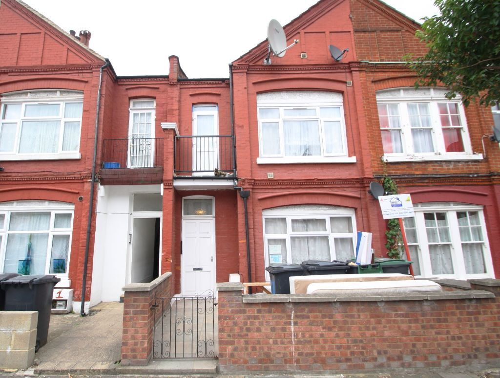 Furnished Self Contained Studio Flat With Shared Garden Close To Manor House Piccadilly Line Station