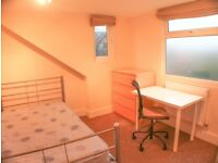 Double room,Fantastic location. No Deposit!!