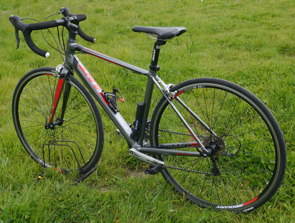 Giant Defy 5 road bike, small 47cm aluminium frame, Shimano Claris ...