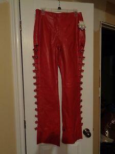 Pantalons et haut en cuire rouge avec anneaux Neuf. Wilsons