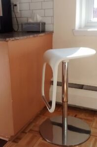 Chaise de bar / stool with height adjusting handle from IKEA