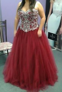 Prom or special occasion dress / robe de bal ou d'occasion