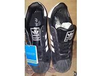 Size 6 Adidas Superstar
