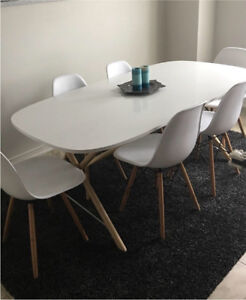 New! Set of 6 White Modern Chairs