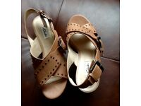 Clarks leather sandals 4.5