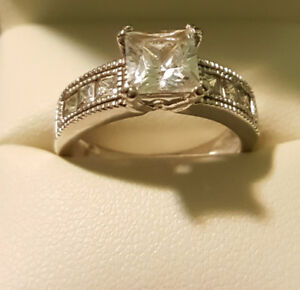 BEAUTIFUL 925 STERLING SILVER RING SIZE 7