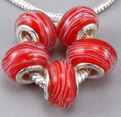 Abalorios cristal murano fondo rojo con rayas blancas en plata laminada 925