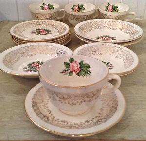 Antiquité. Collection. Ensemble de 16 pièces en porcelaine. USA