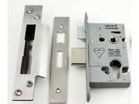 Brandnew boxed high spec fire rated door locks,costs £39.95,bargain at £15, More than 3 available