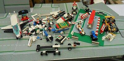 IMPOSANT  LOT DE LEGO_ CIRCUITS  AVEC VEHICULES PERSONNAGES