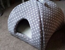 Used cat bed