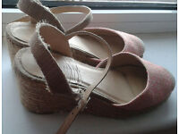 light pink Wedges, size 6