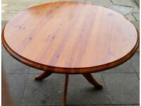 round dining table. pine wood. 110cm diameter. In used but good condition.