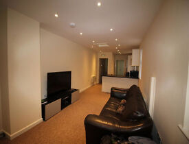 VERY LARGE, LUXURIOUS 3 DOUBLE BEDROOM APARTMENT IN TOWN CENTRE, SHARED OCCUPANCY, £500 P/M PER ROOM