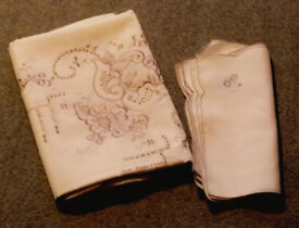 Lovely linen tablecloth with matching serviettes (New unused)