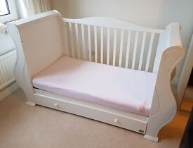 TUTTI BAMBINI - LOUIS COT BED IN WHITE - OUTSTANDING CONDITION
