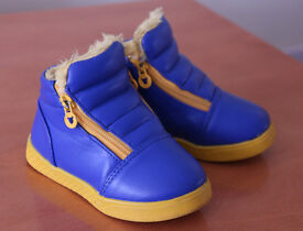 Boys winter boots size 8 (25)