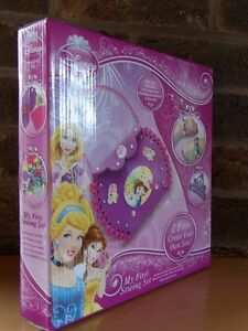 Disney-Princess-MY-FIRST-SEWING-KIT-Make-a-Friendship-Bracelet-Tiara-Set