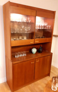 Vintage 1960s RS Montreal Mid Century Modern Hutch China Cabinet