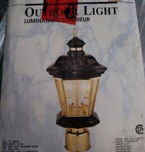 Lampadaire extérieur en laiton pour mettre sur pied ou murret
