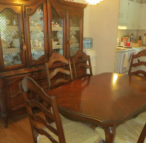 Dining Room Table w/leaf /6 chairs + 2 pcs 4 door hutch