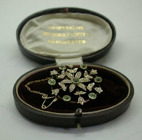 Beautiful Antique 9 carat Gold Peridot And Seed Pearl Brooch Boxed