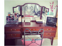 Dressing table 5 drawers and triple mirror excellent