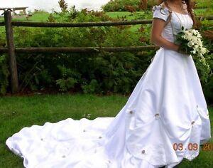 WEDDING DRESS SIZE 10 Gatineau Ottawa / Gatineau Area image 1