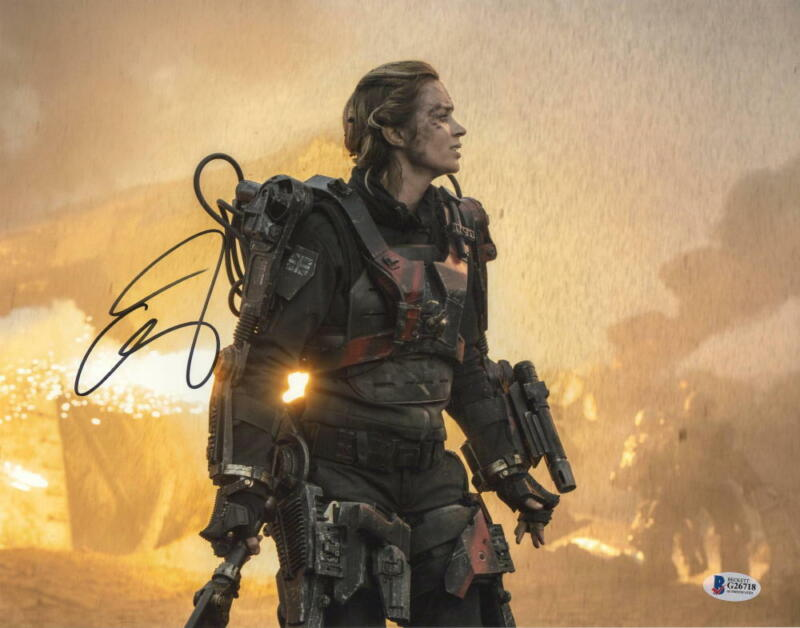 EMILY BLUNT SIGNED 11X14 PHOTO EDGE OF TOMORROW AUTHENTIC AUTOGRAPH BECKETT B