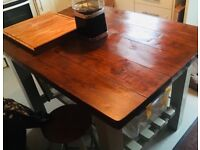 Solid wood Large island unit/kitchen table and stools