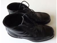 Mens Boots (Size 9)