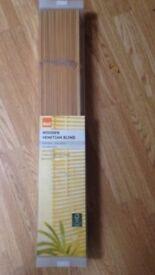 Wooden blind x2