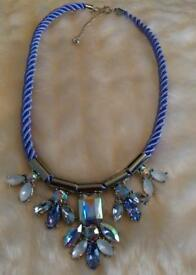 Stunning statement necklace, purple colours NEW