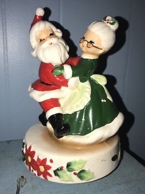 (Vintage SANKYO Music Box Japan Santa Mrs Claus SANTA CLAUS IS COMING TO TOWN)