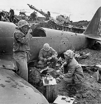 WWII B&W Photo US Marines Chow Time Pacific  WW2 World War Two USMC / 1035