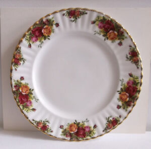 "Royal Albert Plate ""Old Country Roses"""