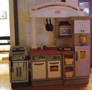 Little Tikes Kitchen with barbecue set + accessories