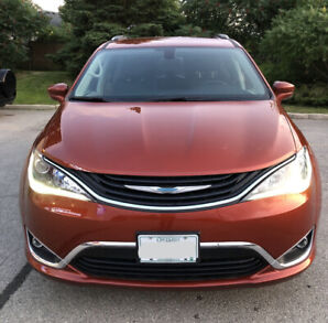 Pacifica Plug-in Hybrid 2018 Touring L 20500 Km, 5 yrs WARRANTY