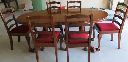 Mahogany oval dining table and 6 chairs