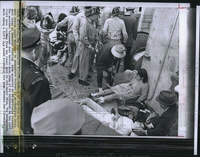 Press Photo Fire Dept Rescue Youngsters Injured In An Escalator Accident 8X6