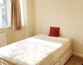 Large single room: Petersfield Rise, Putney Heath, SW15 4AJ