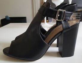 BRAND NEW Black Open Toe Boots - SIZE 8