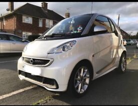 Smart car fortwo *WHITE immaculate*