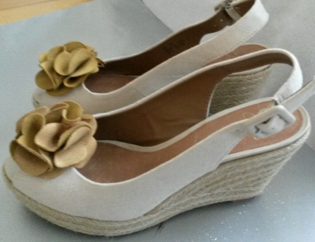 482ff728b52 Lovely CLARKS Women's Petrina Bianca Espadrille Wedge Canvas Cream Sandal  Size 5 worn once) | in Wirral, Merseyside | Gumtree