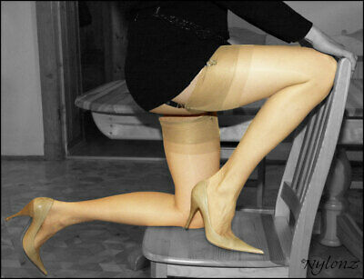 GIO RHT Stockings / Nylons - NATURAL Size M - imperfects NYLONZ