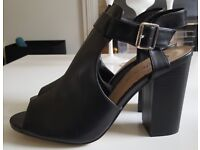 BRAND NEW Black Cut Out Block Heel Shoe Boots - SIZE 8 [Never Worn]